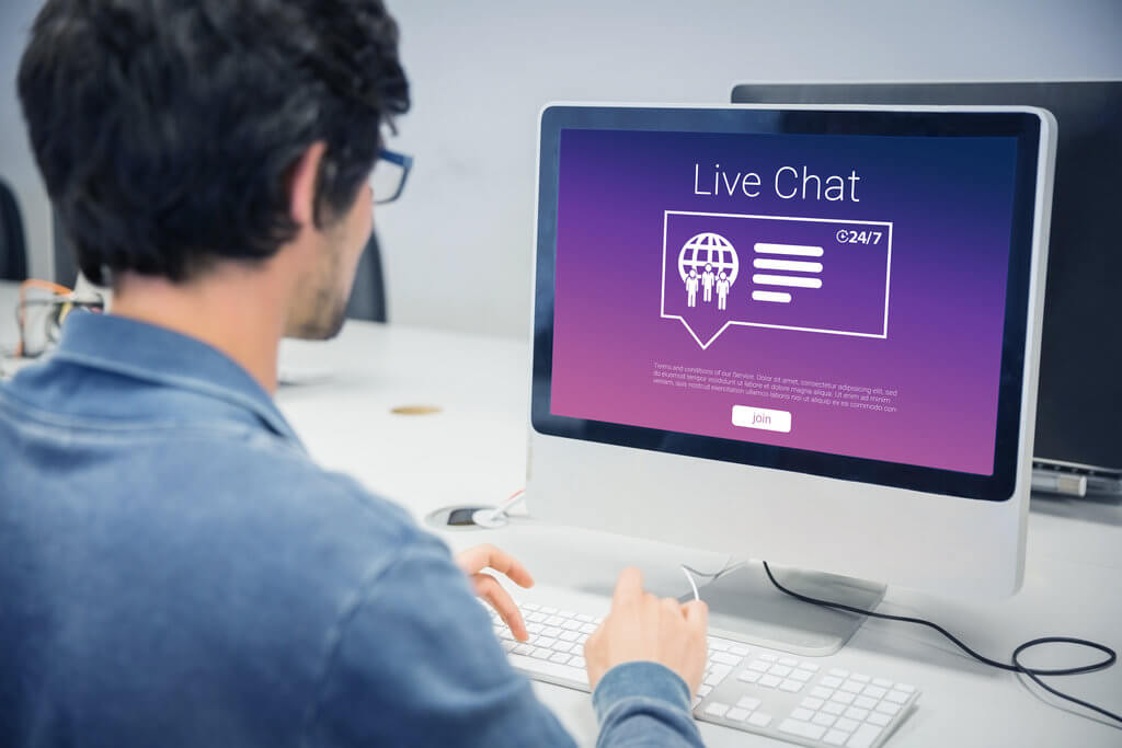 adding live chat to website